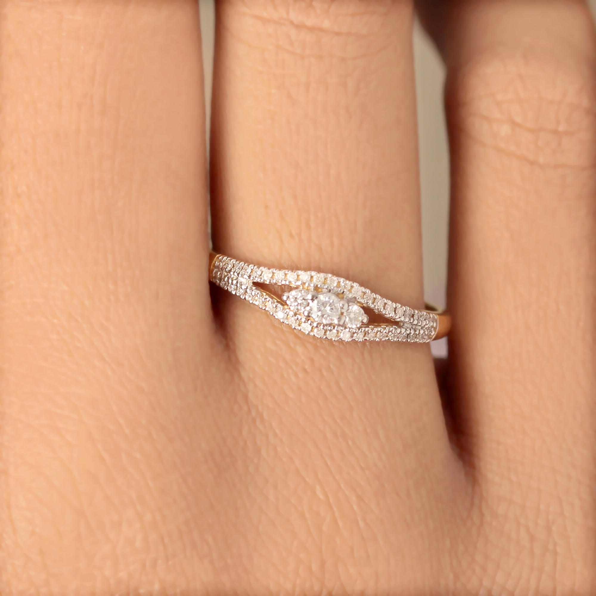 Gold Ring With Natural Diamond