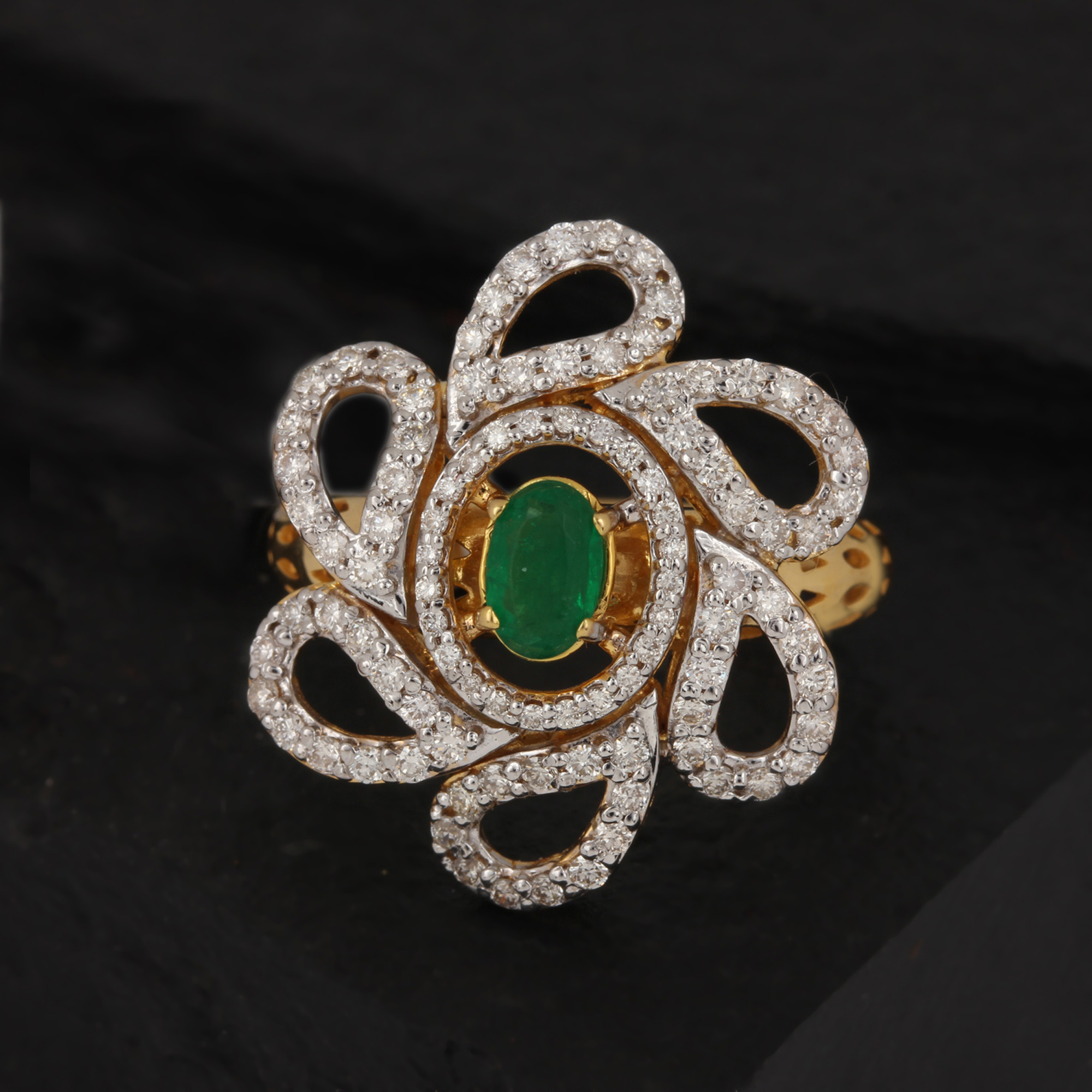 Emerald Gold Ring With Diamond