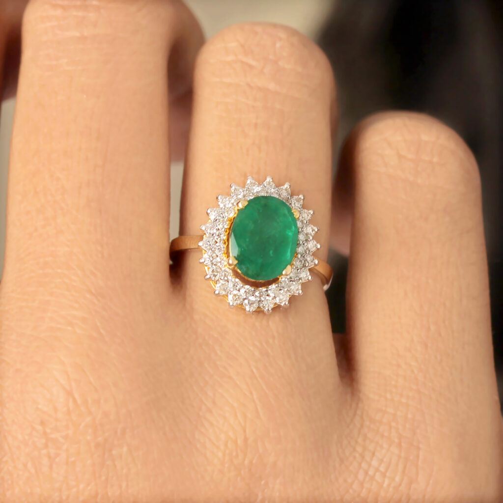 Solid Gold Ring In Diamond And Emerald