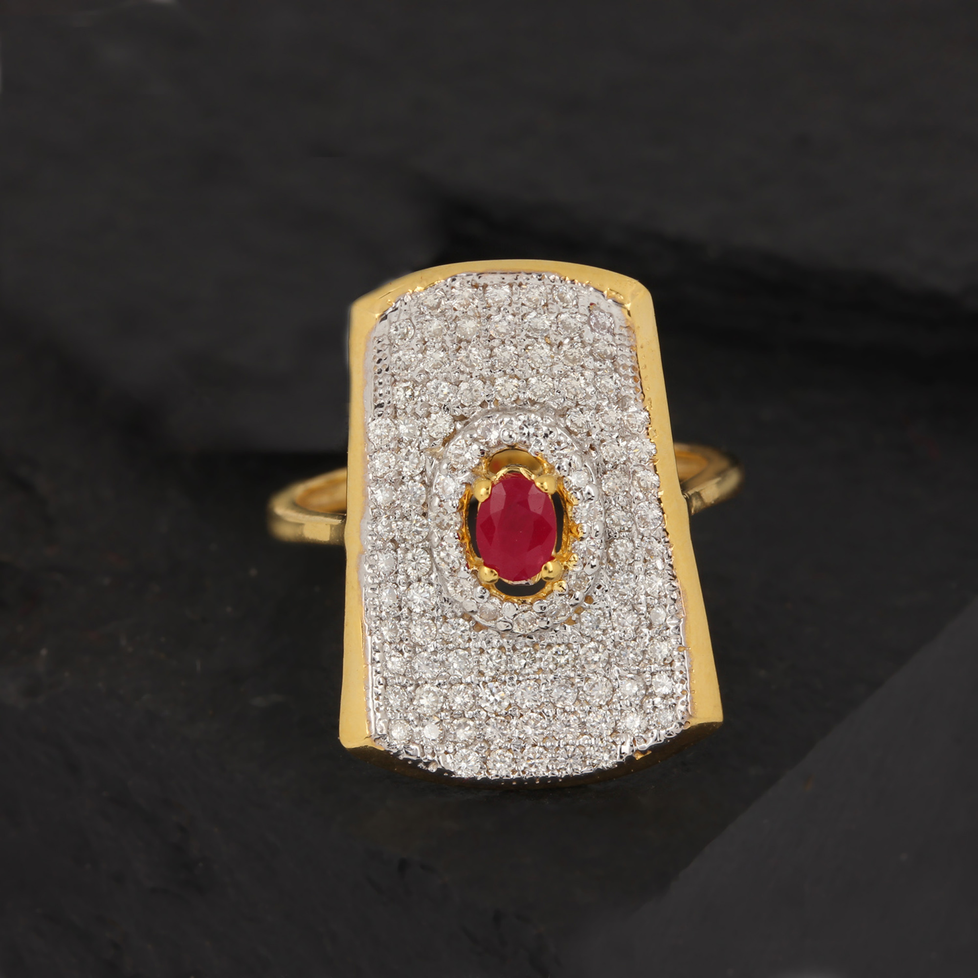 Gold beautiful ring with diamond ruby